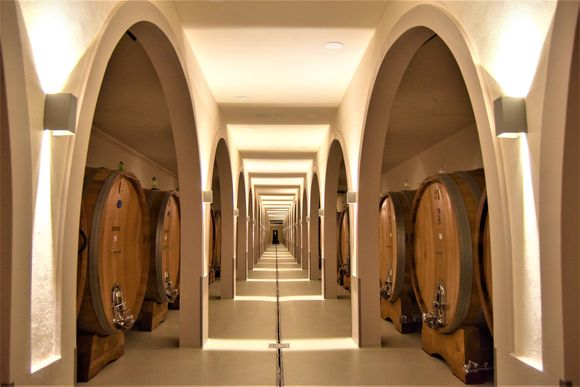 Disse store eikefatene gir ikke eikesmak til vinen i vanlig forstand.