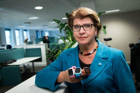 Forbrukerrådet i Norge, her ved forbrukerdirektør Randi Flesland, er også svært kritiske til smartlokker for barn.