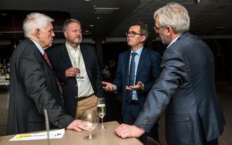 Før utdeling: Fra venstre: TU-journalist Odd Richard Valmot, TUs ansvarlige redaktør Jan Moberg, Svein Richard Brandtzæg og Teknisk Ukeblad-redaktør Tormod Haugstad.