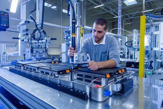 Fabrikken er semi-automatisk.