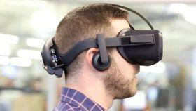 Denne  prototypen  av et nytt par VR-briller fra Oculus, som hverken trenger mobil eller PC, ble vist frem i fjor.