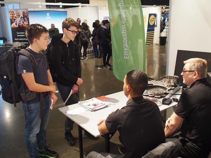At hvitevarer er tilkoblet internett overrasket flere ungdommer. Foto: Jan Røsholm
