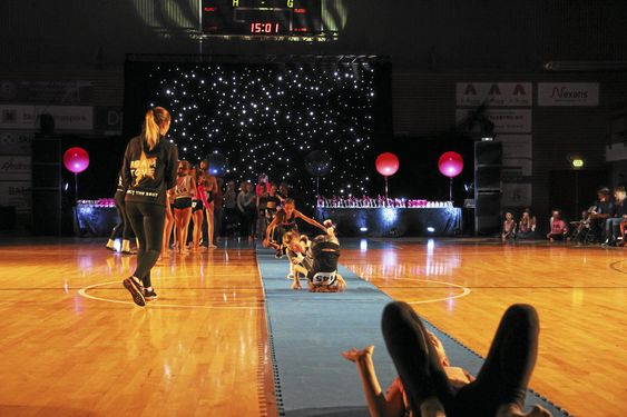 TURN OG DANS: Det var mange flotte prestasjoner da turn og dans-partiene viste seg frem på matta.