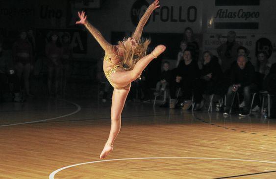 KVALIFISERT: Emilie Bekken er en av Follos dansere som er kvalifisert for å kjempe om tittelen Årets Danser til helgen.