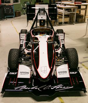 2017-versjonen av bilen, som i år skal omgjøres til en føreløs racerbil for å konkurrere i klassen for Driverless Vehicles i Formula Student sommeren 2018.