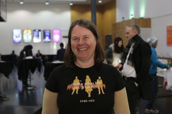 INITIATIVTAKEREN: Marianne Grini er avdelingsleder i NAV Oppegård, og er også initiativtaker bak dette viktige arrangementet. Hele 450 unge jobbsøkere var tilstede for å få vite hvilke muligheter de egentlig har i arbeidsmarkedet. – Vi håper at de skal få motivasjon til å tro på seg selv, sier Grini.