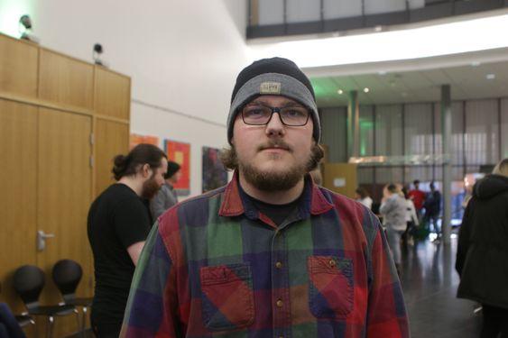 INSPIRERENDE DAG: Daniel Nordby (22) fra Ski tok turen til Kolben på tirsdag for å lære mer om hvilke muligheter som faktisk finnes i arbeidsmarkedet. – Det er mange tilbud jeg ikke visste om, så dette var en bra dag, sier han.