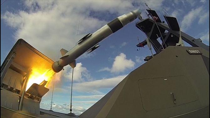NSM erhovedbestykningen på fregattene i Fridtjof Nansen-klassen og kystkorvettene i Skjold-klassen, hver medåtte stykk (2x4) launchere med missil (LMM).
