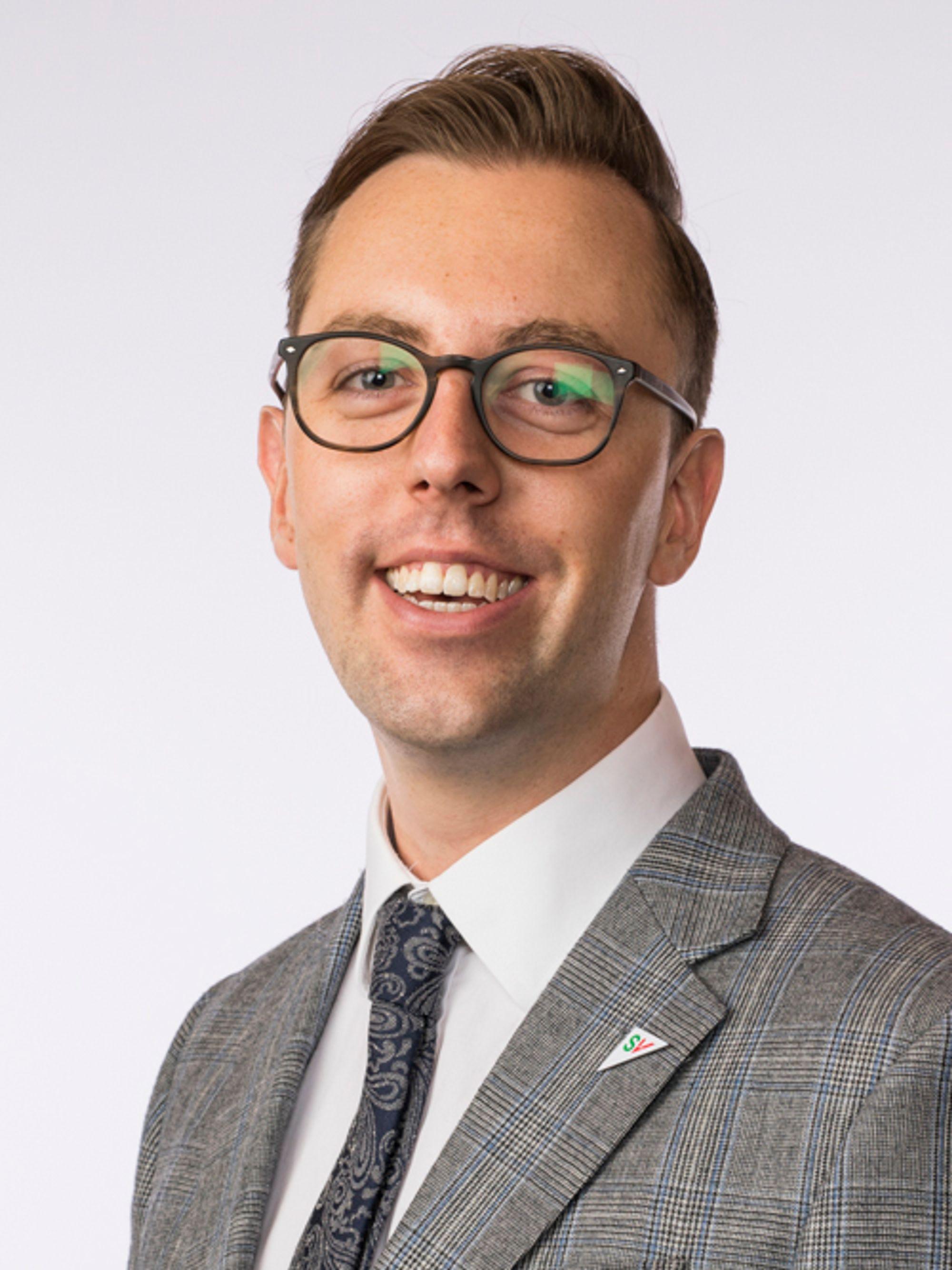 KREVER SVAR: Stortingsrepresentant Nicholas Wilkinson (SV) fra Oppegård krever svar og gjennomgang rundt byggingen av politiets nye beredsskapssenter på Taraldrud.
