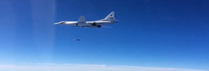 Tu-160 avfyrer Kh-101 mot mål i Syria i november 2015.