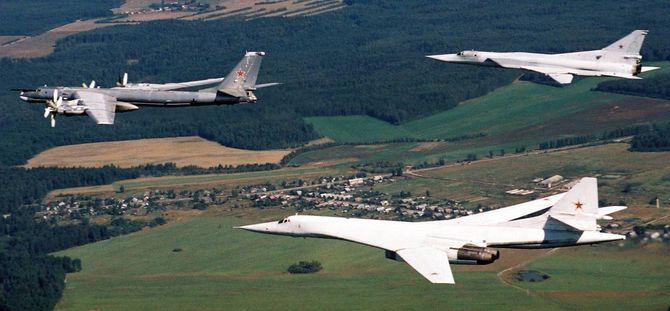 Tupolev har også gjennomført oppgraderinger på bombeflyene Tu-95MS (lengst fram) og Tu-22M3.
