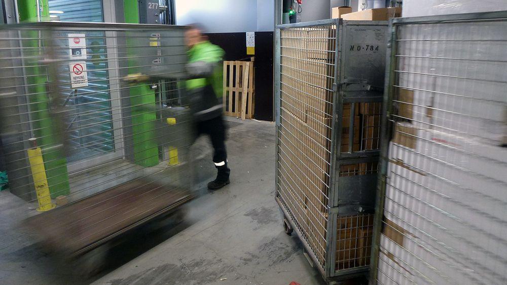 Det er full aktivitet på logistikksenteret fra 00.30 til 22.30.