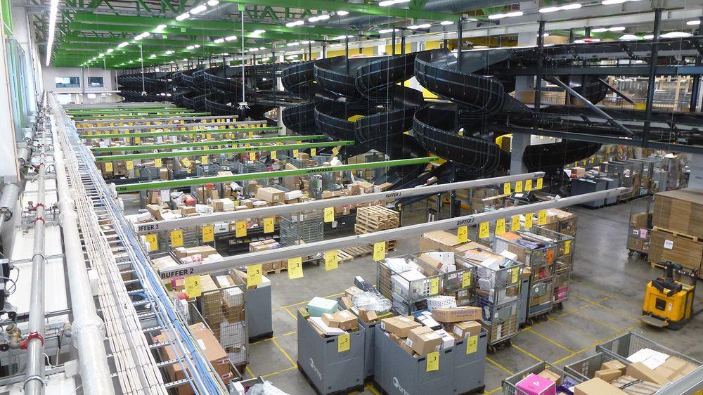 Her står postburene som er på vei ut til rundt 200 postkontor og post i butikk-steder i Oslo og Akershus.
