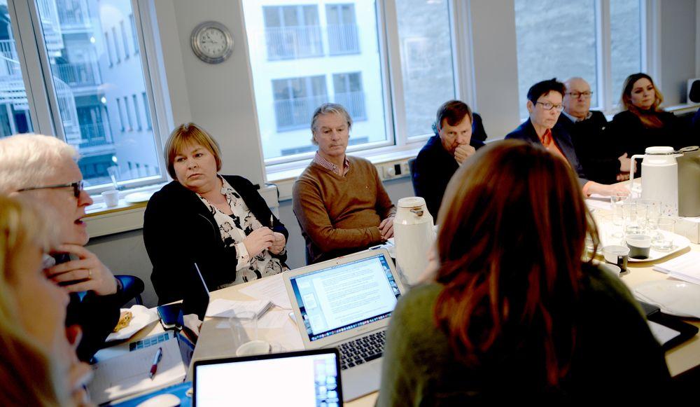 Fra et tidligere møte i Norsk Presseforbund. TIl venstre nestleder i styret, Dag Idar Tryggestad - og generalsekretær Elin Floberghagen.