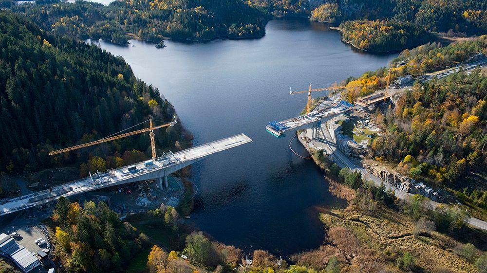 Skanska bygde blant annet Hallevannetbrua på strekningen Farriseidet - Porsgrunn. Bildet er fra 2015, brua er nå ferdig.