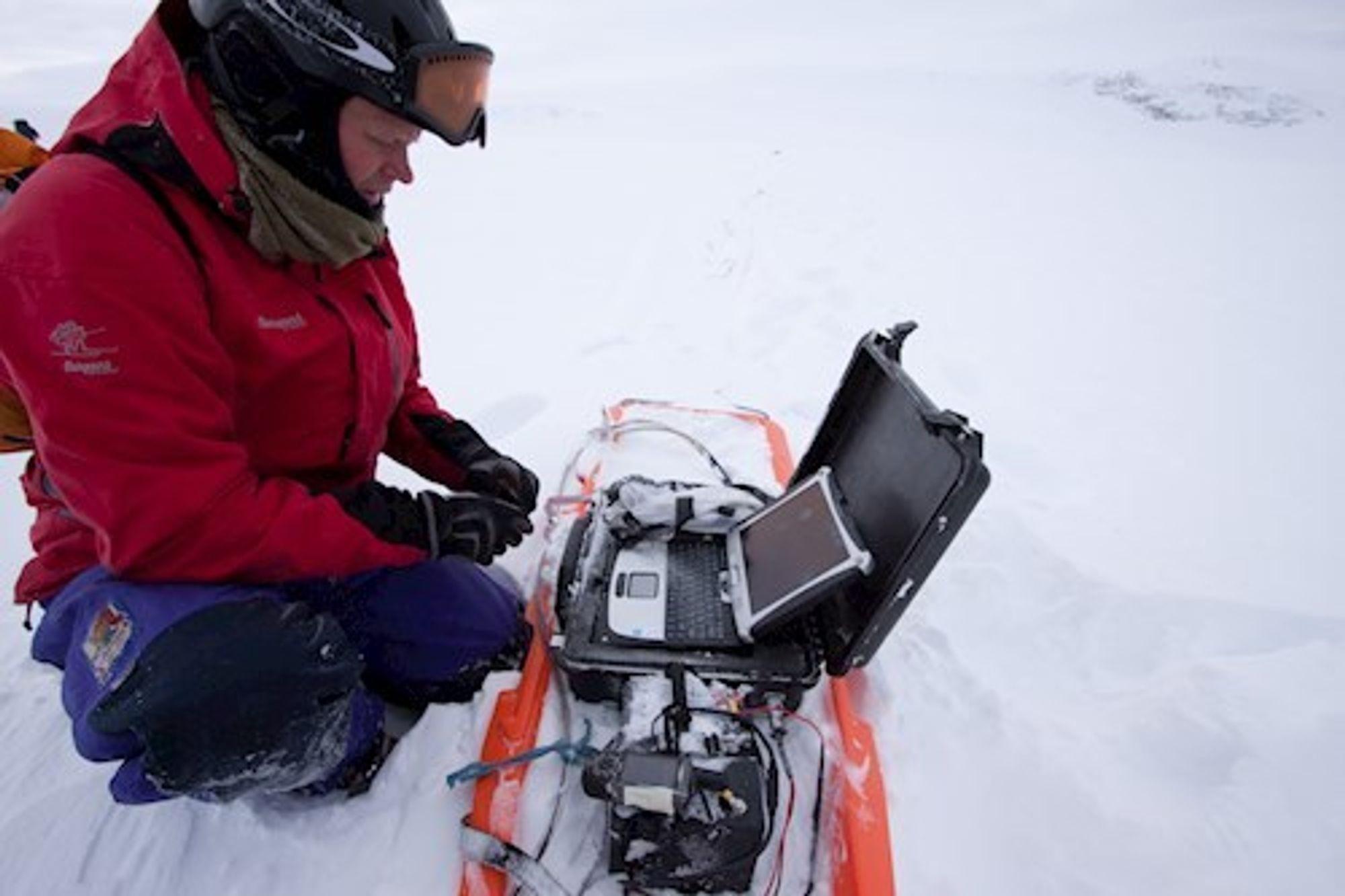 Kjetil Melvold (på bildet) og Tron Laumann har laget animasjonen av Hardangerjøkulen som smelter.