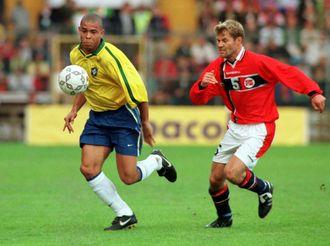 En gang verdens beste fotballspiller kommer tilbake til Ullevål neste sommer. Her fra privatlandskapet Norge-Brasil våren 1997 - da vi vant 4-2.