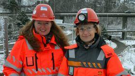 Prosjektleder Gunn Brungot og hovedbyggeleder Grethe Bodholt i Statens vegvesen står her foran området som vil bli totalt forandret tre år frem i tid