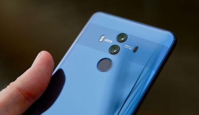 Fingeravtrykkssensoren er plassert under de to kameraene på baksiden.