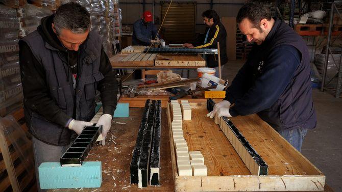 Arbeiderne ved Vio.Me. sier at de okkuperte sin tidligere arbeidsplass for å tjene til livets opphold, og dermed redde sine liv, sine familier og sin verdighet. Foto: Dario Azzellini og Oliver Ressler