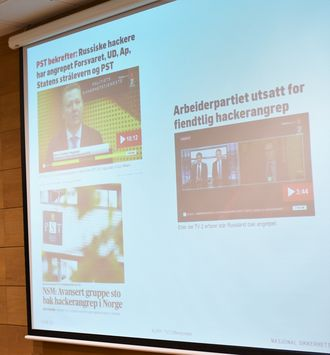 Roar Thon i NSM viser hvordan mediene skriver om hacking. Foto: Christina Gulbrandsen
