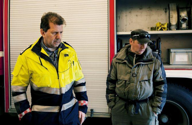 Røsts deltidsbrannmannskap prøver ut nytt utstyr. (Foto: Aurora Hannisdal)