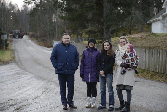VENTER PÅ BUSSEN: Ordfører Thomas Sjøvold (f.v), Aina Lauvik, Maja S.K. Ratkje og Maria Alnæs, er fornøyde nå, men enda mer når bussene faktisk er på plass.