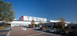Teslas fabrikk i Fremont het tidligere NUMMI, og ble drevet i samarbeid mellom GM og Toyota.