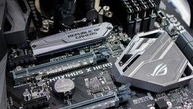 Du kan bruke eksisterende hovedkort med brikkesett fra 300-serien sammen med 9. generasjon Core i-prosessorer.