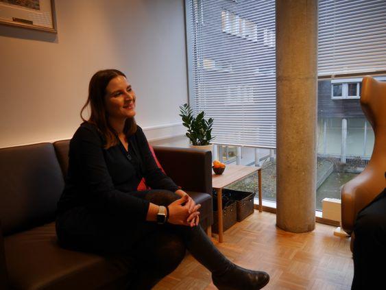FORNØYD: Rådgiver Blazhka Popova er tydelig fornøyd med det nye støttesenteret.