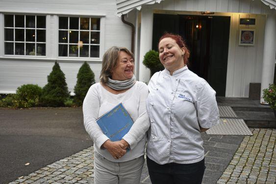 DELER OPPSKRIFTEN: Mor Mette Nordhagen og datter Mia Moberg Nordhagen elsker å lage kaker før jul på Villa Sandvigen. I år deler de sin fantastiske kakeoppskrift med våre lesere!