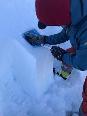 KLART SVAR: Snøen skyt sprekker etter to klapp med handa.