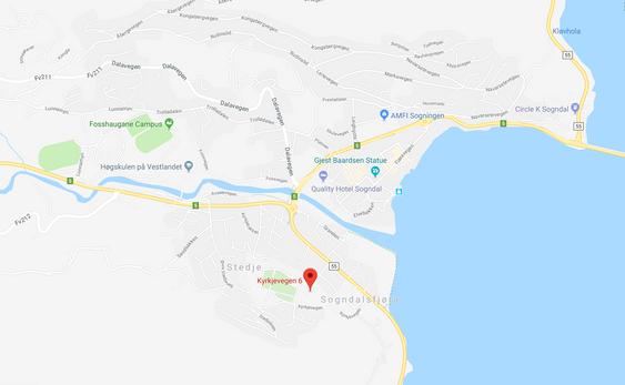 STEDJETUNET: Stedjetunet ligg på eit lite høgdedrag med utsyn over Sogndal sentrum, rett ved mellom anna Stedje kyrkje.