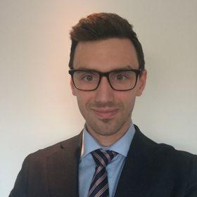 IKKE POKER PÅ FULLTID: Til daglig har Tim Klarpås (33) fra Kolbotn ansvaret for forsikringsavdelingen i Inventos Kapitalforvaltning i Oslo.