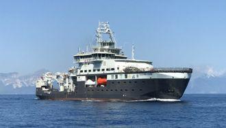 FF Kronprins Haakon ble testet i juni i år utenfor La Spezia i Italia etter sjøsetting. Det har Polarklasse 3 og er 100 meter langt, 21 meter bredt og køyeplass til 55. Det er 12 laboratorier om bord.