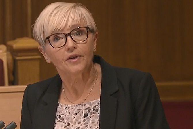 SPØRRETIMEN: Liv Signe Navarsete fra Senterpartiet tok opp nedleggelsen av Florø operasjonssentral i den ordinære spørretimen.
