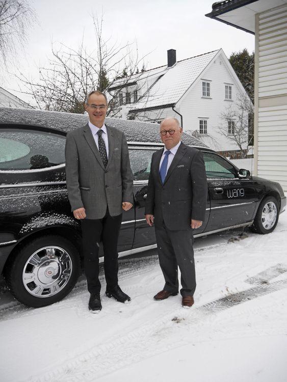 NYÅPNET: Kristian Holth (t.v.) og Harald Schee i Wang begravelsesbyrå har akkurat åpnet nye lokaler og drift i Kapellveien på Kolbotn. De gleder seg til å møte folk og jobbe med lokale begravelser.