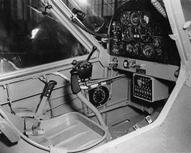 COCKPIT: Arkivbilde av YL-15s cockpit.