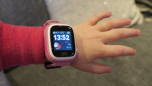 Viksund-klokken fra GPSforbarn får pepper av Forbrukerrådet. GPSforbarn mener de har tettet hullene, og har bestilt en uavhengig undersøkelse.