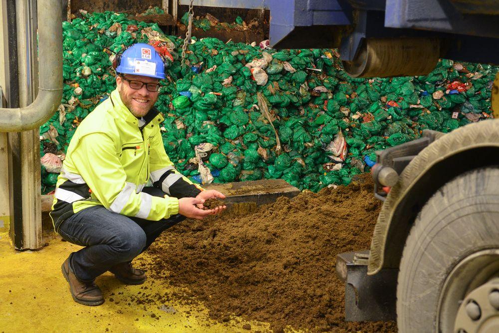 Nytt råstoff: overingeniør Espen Govasmark i Energigjenvinningsetaten i Oslo Kommune gleder seg over at de nå kan begynne å ta inn husdyrgjødsel i fermenteringsanlegget på Nes.