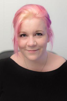 EKSPERT: Anja Schönhaug, innholdsrådgiver, har vurdert hotellkjedenes nettsider.