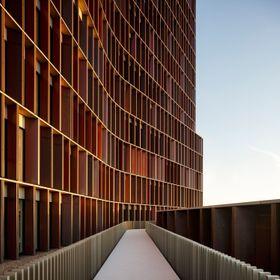 Mærsk-tårnet i København, et 15-etasjers forskertårn som samler Panum instituttets forsknings- og undervisningsmiljø i et identitetsskapende og skulptuelt landemerke i København.