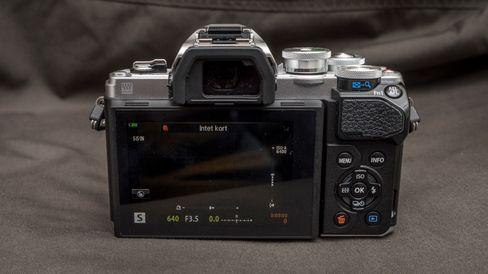 E-M10 III har et godt utvalg fysiske knapper for dem som ønsker å ta større kontroll over fotograferingen.