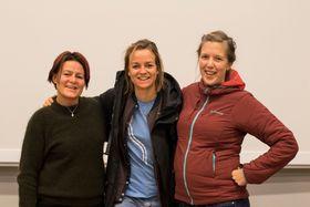 GODE VENER: Desse tre meiner samarbeidet mellom NVE, Høgskulen på Vestlandet og Fjellsportfestivalen har vore framifrå. (f.v Linda Hallandvik, Marit Svarstad Andresen, Ragnhild Fagerslett)