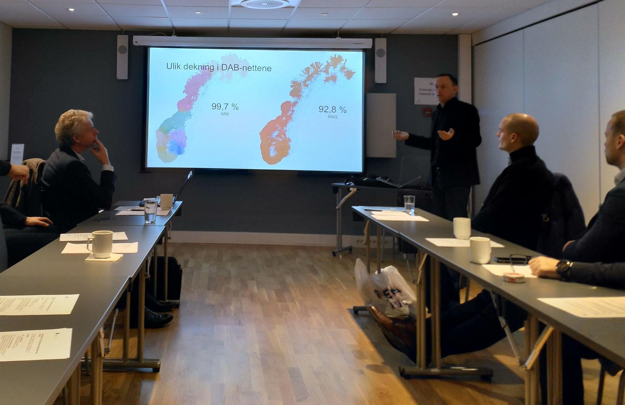 Kommunikasjonssjef marked i Digitalradio Norge, Jarle Ruud, la fram nye tall for radiolyttingen. Foto: Marte Ottemo.