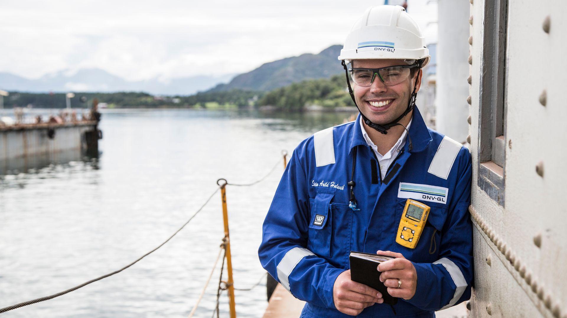 Stein Arild Holsvik er prosjektleder og Senior Surveyor for DNV GLs stasjon i Ålesund. Han forteller at alt koker ned til  et ønske om å jobbe smartere.