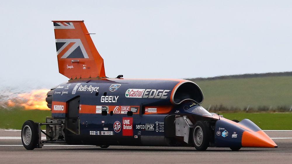 Bloodhound oppnådde i overkant av 200 miles i timen på flyplassen i Newquay 26. oktober. Om et par år skal den etter planen kjøre fem ganger så fort.