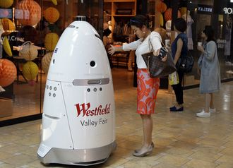 Her sørger roboten for sikkerheten på Westfield Valley Fair kjøpesenter in San Jose, California.