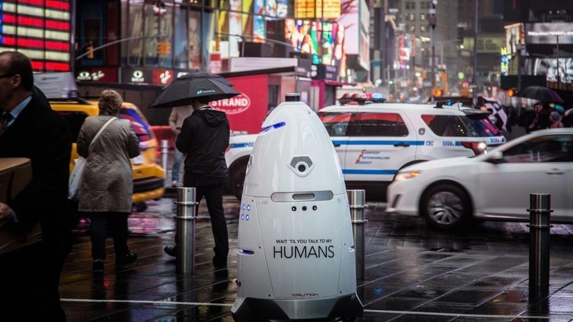 Roboten K5 brukes til vakttjenester. SF SPCA brukte den til å holde hjemløse borte fra gaten utenfor deres kontorbygg.