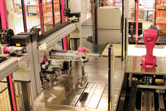 Sømroboten er utviklet for Ekornes møbelfabrikk i Sykkylven kommune på Sunnmøre.
